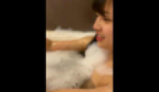 【FHD高画質フルコンプ】友達と一緒にお風呂でスマホ撮りする美少女+脱衣シーン追加